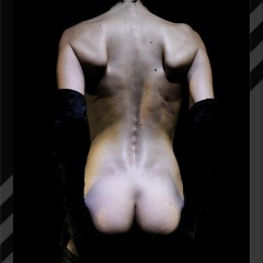 Raw straight naked back of a slim woman by Kyesos